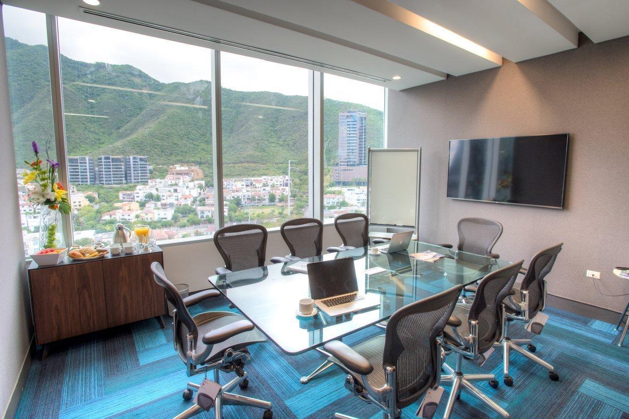 Sala de reuniones IOS Offices.