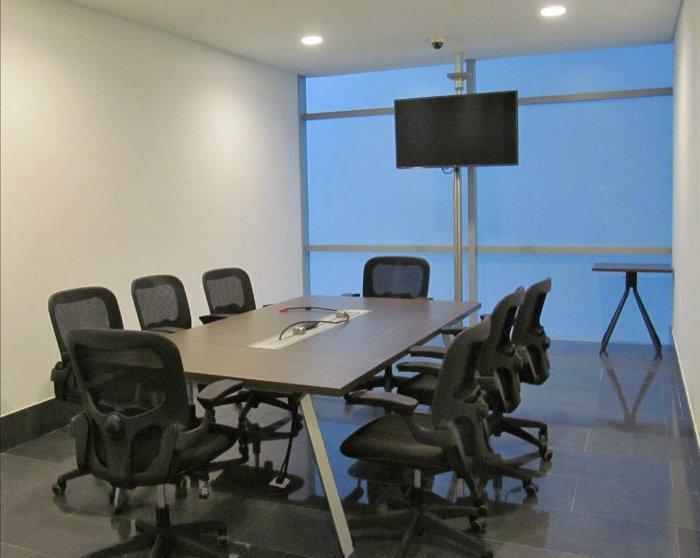 Sala de reuniones para 8 personas.